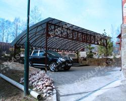 Навес над автомобильной парковкой из поликарбоната