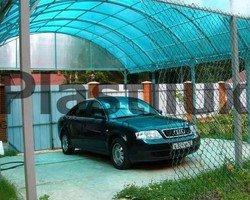 Площадка для автомобиля с навесом из поликарбоната