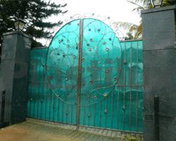 Кованные вороты из поликарбоната цвета бирюза