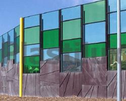 Поликарбонатный современный забор в сочетании цветов авамарин